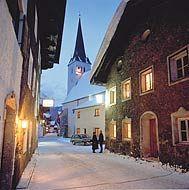 Am Eingang des Gasteinertals gelegen, hat sich Dorfgastein seinen sympathischen Dorfcharakter bewahrt. Mit Behaglichkeit und traditionellem Brauchtum