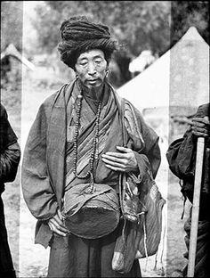 Itinerant monk.Region:Lhasa. September 8th1936. Photographer:Frederick Spencer Chapman. The Pitt Rivers Museum.