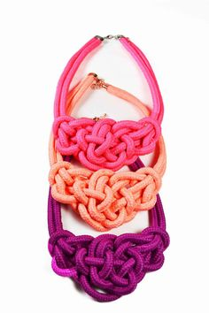colourful necklaces!    mishtiart.blogspot.com - follow me! :) Fabric Jewelry, Jewelry Knots, Fabric Necklace, Textile Jewelry, Diy Jewelry, Jewelery, Knot Necklace, Diy Accessories, Decorative Knots
