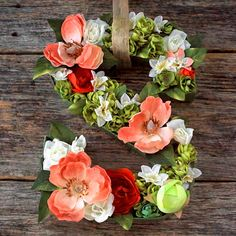 Decorate for spring! This letter wreath is easy to make, lasts forever and is super versatile. - Everyday Dishes & DIY