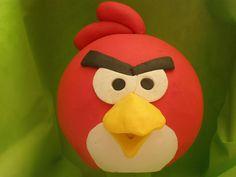 Torta angry bird / Angry bird topper cake Tortas cakes by Dulcinea de la fuente www.facebook.com/dulcinea.delafuente  #fiesta #festejo #cumpleaños #mesadulce#fuentedechocolate #agasajo# #candybar  #tamatización #souvenir  #regalos personalizados #catering finger food