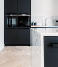 Black Kitchens, Cool Kitchens, Kitchen Reno, Kitchen Cabinets, Kitchen Interior, Kitchen Design, Kitchenette, Interior Inspiration, Decoration