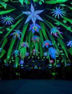 About the mystery black light color - party, history and more - Decoration Solutions Festival Looks, Art Festival, Yoga Festival, Kunst Party, Bühnen Design, Psy Art, Grafiti, Glow Party, Festival Decorations