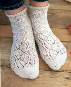 Носки ажурные спицами/4683827_20121217_211947 (373x455, 165Kb) Stitch Patterns, Knitting Patterns, Drops Design, Knitting Socks, Rubrics, Knit Crochet, Slippers, Footwear, Clothes