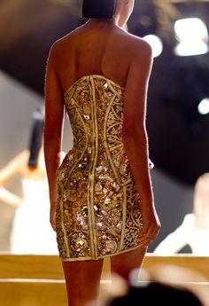 Versace Issues and Inspiration on http://fancytemple.com Womens Fashion Follow this amazing boards and enjoy http://pinterest.com/ifancytemple