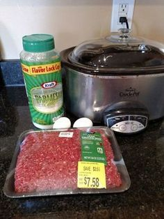 Tawni Barttels saved to Lowwww Ingredient Keto Crock Pot Meatballs; Gluten Free, Low Carb, Simple and Delicious! These 3 Ingredient 25 Mouth Watering Keto Friendly Crockpot Ideas Keto Foods, Ketogenic Recipes, Keto Crockpot Recipes, Low Carb Recipes, Diet Recipes, Meatball Recipes, Recipies, Crockpot Ideas, Primal Recipes