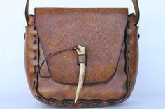 Boho bonito hecho a mano vintage, mano-fileteado hippie de piel bolso de, bolso con un punzón de Marfil...