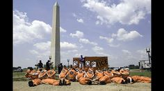 Faktor 6: Größenwahn-Als die USA 1917 in den Ersten Weltkrieg eintraten, wollten auch sie mit einer Mission die Welt verändern. Der damalige Präsident Woodrow Wilson hatte sie so formuliert: einen Krieg zu führen, um alle Kriege zu beenden. Wilsons Annahme erwies sich als falsch. Jeden Krieg haben die USA seitdem angeblich im Namen der Demokratisierung geführt. Schlimmer noch: Die Fotos von Gräueltaten der US-Armee im Irak, die Foltervorwürfe und Kriegslügen der US-Regierung unter George W…