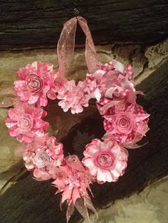 Paper heart wreath kit. Craftwork Cards Blog Wreath Crafts, Flower Crafts, Valentine Wreath, Valentines, Scrapbook Paper, Scrapbooking, Craftwork Cards, Craft Projects, Craft Ideas