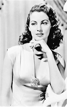 The Star of old classic Hollywood actrees #AvaGardner it in old photography ...