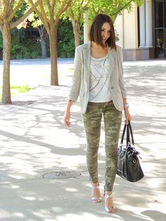 camo done right! Camouflage Fashion, Camo Fashion, Fashion Outfits, Army Green Pants, Camo Pants, Fall Winter Outfits, Autumn Winter Fashion, Camo Skinny Jeans, Camo Outfits