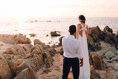 Ces deux-là se connaissent depuis de longues années. Il aura fallut un «action ou vérité» pour que Perrine et Jason se rapprochent et échangent leur premier baiser. Aujourd'hui c'est avec plein d'émotion qu'ils partagent leur histoire et les détails de ce fabuleux mariage en Corse. Avec les belles images deDelphine Leriche Photography, Perrine nous en...