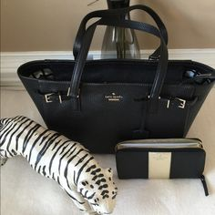 NWT Kate Spade Bundle Huge Tote bag in this orange and white print. Two leather handles for shoulder or arm carrying. Interior is medium blue with the logo inside. One zipper compartment and the rest is loaded with spacious room!! Snap closure. kate spade Bags Satchels