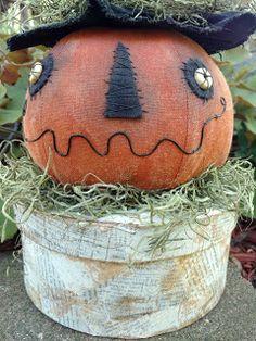 . Primitive Fall Crafts, Primitive Halloween Decor, Country Halloween, Primitive Pumpkin, Halloween Porch Decorations, Halloween Home Decor, Halloween Crafts, Primitive Christmas, Primitive Decor