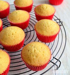Basisrecept vanille cupcakes - Basisrecept vanille cupcakes – Laura's Bakery - Gourmet Cupcakes, Cupcake Recipes, Cupcake Cakes, Vanille Muffins, Vanille Cupcakes, Cocktail Desserts, Köstliche Desserts, Delicious Desserts, Cookie Time