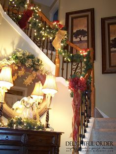 I love this Christmas decorations stairwell! It's traditional and not gaudy. Just looking at this makes me feel all warm and cozy!