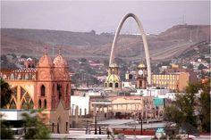 Este es una lugar, una ciudad. La ciudad es en Tijuana, México. La cuidad ve ocupada. La cuidad ve bonita.