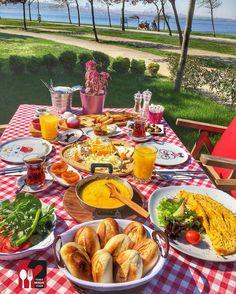 Serpme Köy Kahvaltısı - Love Garden / İstanbul ( Küçükçekmece )  Çalışma Saatleri 08:30-00:00  0 212 599 02 50  32 TL / Kişi Başı   15 TL / Muhlama   10 TL Omlet  10 TL Portakal Suyu Alkolsüz mekan  Paket Servis Yok  Sodexo Multinet Ticket Setcart Yok Daha fazlası için Snapchat : yemekneredeynr takip et  Fotoğraftaki görsel 2 kişiliktir.