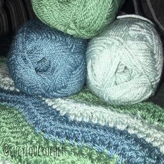 Loving these colours together - Using Stylecraft Special Dk in Sage Storm Blue and Duck Egg #stylecraftspecialdk #stylecraft #babyblabket #babyblue #crochethome #crochetaddict #crochet #yarn #yarnaddict #blue #green #duckegg #sage #stormblue #crochetblanket #crochetbabyblanket @stylecraftyarns by lucyloucrochet