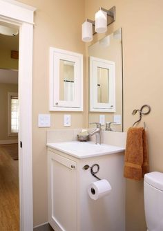 The white fixtures and neutral wall make this small bathroom warm and comfortable