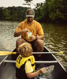 Healthy snacks to pack on a canoeing trip with the kiddos! AD