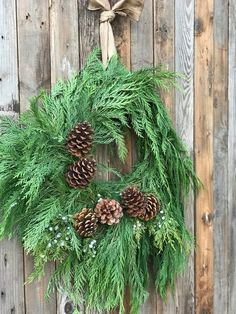 35 DIY Signs and More to Decorate Your Front Door this Fall ~ officee Cabin Christmas, Primitive Christmas, Country Christmas, Christmas Door Decorations, Holiday Wreaths, Holiday Decor, Holiday Crafts, Fresh Wreath, Advent Candles