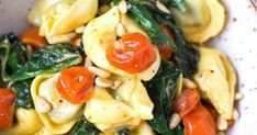 Tortellini with tomato cream sauce and spinach. This recipe is easy to use … – Pasta Liebe Vegetable Soup Diet, Creamy Vegetable Soups, Tortellini, Soup Diet Plan, Sauce A La Creme, Breakfast Recipes, Snack Recipes, Tomato Cream Sauces, Vegan Sauces