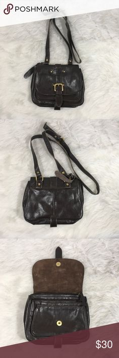 """Topshop Brown Leather Crossbody Bag Topshop Brown Leather Crossbody Purse Bag Adjustable Strap Gold Hardwear   Condition-No visible flaws  Measurements- Height- 6.5"""" Width- 8.5"""" Depth- 2.5"""" Strap drop- 23.5"""" Topshop Bags Crossbody Bags"""
