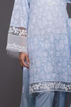Kurti Sleeves Design, Kurta Neck Design, Sleeves Designs For Dresses, Sleeve Designs, Dress Design Patterns, Fancy Dress Design, Lace Design, Pakistani Fashion Party Wear, Indian Fashion Dresses