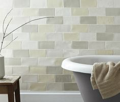 keramikfliesen wandgestaltung badezimmer badewanne dekoideen