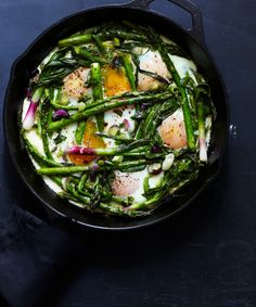 One pan eggs and asparagus