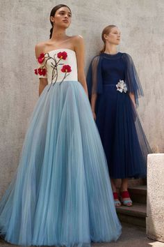 Carolina Herrera  #VogueRussia #resort #springsummer2018 #CarolinaHerrera #VogueCollections Beautiful Gowns, Beautiful Outfits, Simply Beautiful, Fashion 2018, High Fashion, Fashion Show, Fashion Design, Couture Fashion, Runway Fashion