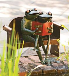 How cute is this? You can't help smiling :)  Handmade Recycled Metal Frog Couple Garden Art