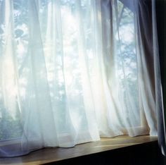 "How I like to feel in the mornings artnet Galleries: Untitled, aus der Serie ""Illuminance"" by Rinko Kawauchi from Christophe Guye Galerie Japanese Photography, Photography Tips, Morning Photography, Beginner Photography, Heart Photography, Rinko Kawauchi, Windows, Window Design, Light And Shadow"