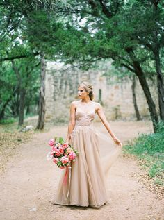 Outdoor wedding ideas. A styled photo shoot by Lindsey Brunk and Taylor Lord. Dress Yolan Cris #YolanCris #nudedress #rusticwedding #outdoorwedding #weddingideas #weddinginspiration #ideascountrysidewedding #nudeweddingdress #colouredweddingdress #brides