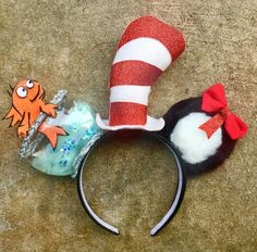 The Cat In The Hat Dr. Seuss, Dr Seuss Hat, Dr Seuss Week, Crazy Hat Day, Crazy Hats, Diy Disney Ears, Disney Diy, Mickey Mouse, Mickey Ears