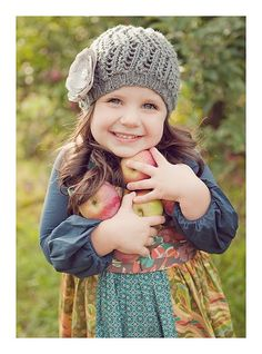 Her hat is so cute! I want to make one! or 5 . . .
