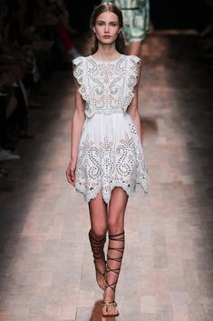 Valentino Spring 2015 Ready-to-Wear, Paris Fashion Week Look Fashion, Paris Fashion, Runway Fashion, High Fashion, Fashion Show, Fashion Design, Fashion Fall, Trendy Fashion, Celebridades Fashion