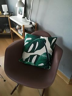 Design tropical green plant leaves pillow lifestyle cushion