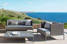 Passend zu jeder gemütlichen Sitzecke gehört auch ein bequemer Stuhl. Dieser Lounge Lehnstuhl passt perfekt zu den Gartenmöbeln aus der EHTIMO Infinity Kollektion und lädt zum Entspannen ein.