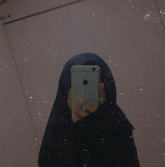 Hijabi Girl, Girl Hijab, Cute Girl Photo, Girl Photo Poses, Hijab Anime, Photo Hijab, Selfi Tumblr, Iphone Mirror Selfie, Foto Mirror