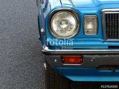 Schöne blaue japanische Limousine der Achtziger Jahre beim Oldtimertreffen in Wettenberg Krofdorf-Gleiberg bei Gießen in Hessen