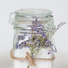 Lavender sugar: super sweet DIY wedding favours. Sprinkle over freshly made biscuits