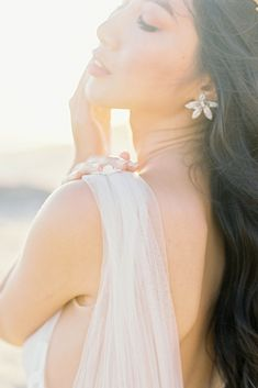 Ethereal Malibu Beach Wedding Inspiration – Courage and Dash Photo 37 Victoria Fashion, Groom Looks, Wedding Scene, Beach Wedding Inspiration, Wedding Dress Accessories, Intimate Weddings, California Wedding, Wedding Vendors, Ethereal
