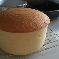 I love cheesecake that has been well-baked with a brown top. To me a no-crack cheesecake with a pale top taste raw. In order to prevent to c. Chiffon Cheesecake Recipe, Jiggly Cheesecake, Baked Cheesecake Recipe, Japanese Cotton Cheesecake, Japanese Cheesecake Recipes, Coffee Cheesecake, Cheesecake Trifle, Coffee Cookies, Coffee Cake