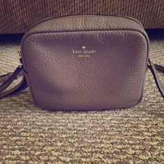 KATE SPADE Crossbody In like new condition. French Grey kate spade Bags Crossbody Bags