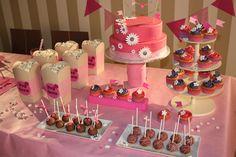 BONDY PARA DECORAR Fíjate en cada detalle, no falta nada. ¿Te imaginas una fiesta de cumpleaños así de bonita para tu hija? tú puedes hacerlo. Mantel, banderitas, packaging, banderines... #bondyparadecorar #quebiennoslopasamos