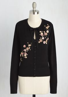 Top to Blossom Floral Cardigan in Black. From head to whoa, your outfits astound, but its this black cardigan that is the pinnacle of your perfected looks. #black #modcloth