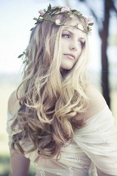 A special look for the bohemian bride.  Beautiful curls.  The crown is not my style, but would look great with a boho theme.