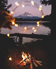 Camping Fire Photography Pictures New Ideas Fire Photography, Photography Articles, Camping Photography, Photo Wall Collage, Picture Wall, Picture Ideas, Aesthetic Photo, Aesthetic Pictures, Aesthetic Vintage
